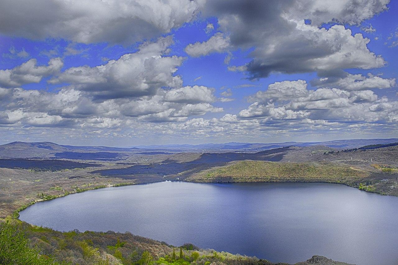 1280px-Lago_de_Sanabria,_provincia_de_Zamora,_España